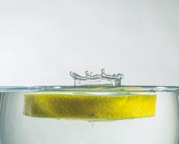 should-you-drink-lemon-water-on-a-keto-diet